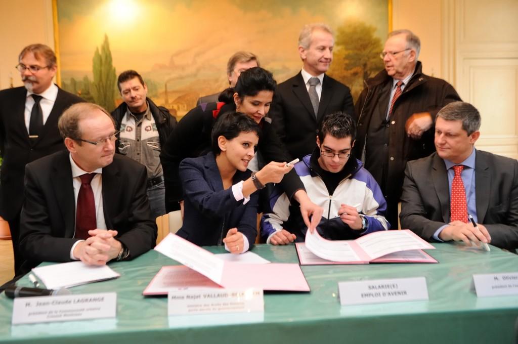 Signature des emplois d'avenir au Creusot