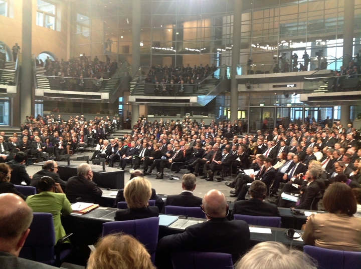 En séance plénière du Bundestag en présence d'une délégation du Bundesrat, de l'Assemblée Nationale et du Sénat