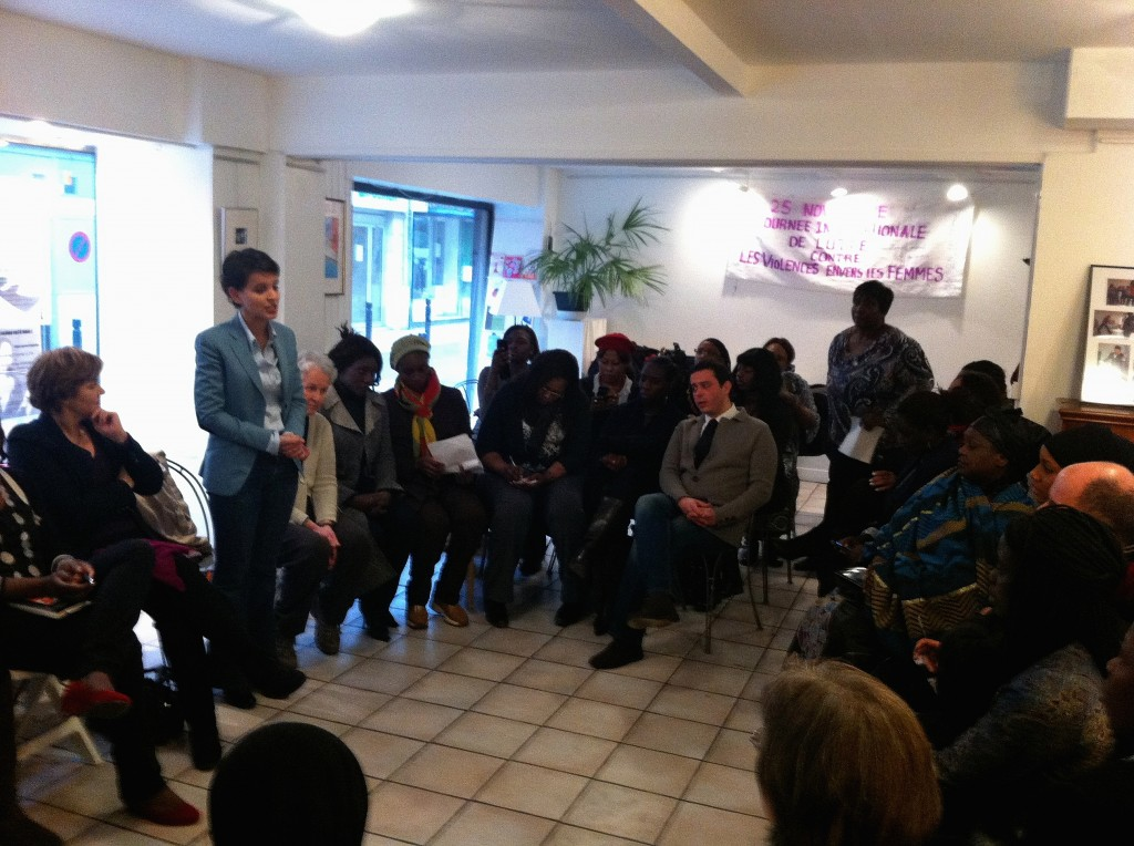 Najat Vallaud-Belkacem rencontre des femmes maliennes à Montreuil le 25 janvier 2013