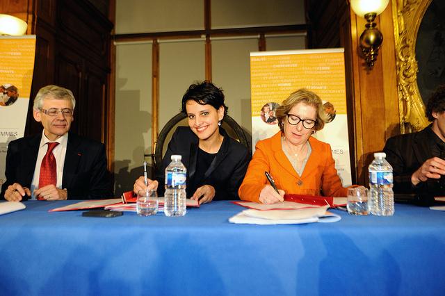 Najat Vallaud-Belkacem et Geneviève Firoaso signent la Charte de l'Egalité Femmes-Hommes à l'Universités