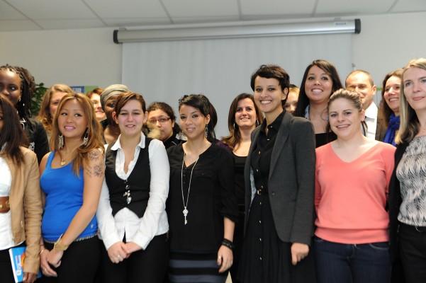 Najat Vallaud-Belkacem avec les stagiaires de la mission locale des Ulis