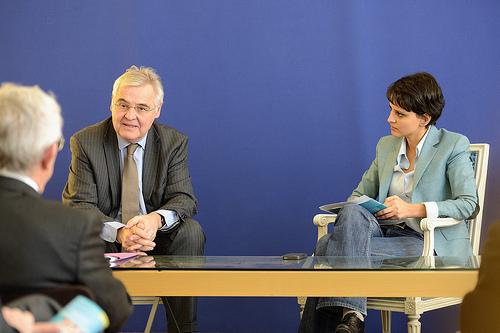 Remise du Rapport de l'ARPP à Najat Vallaud-Belkacem par François d'Aubert