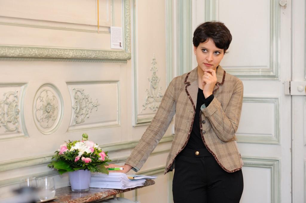 Najat Vallaud-Belkacem lors de la remise du rapport Stéréotypes par Brigitte Grésy, le 28 mars 2013  - Photo © Razak