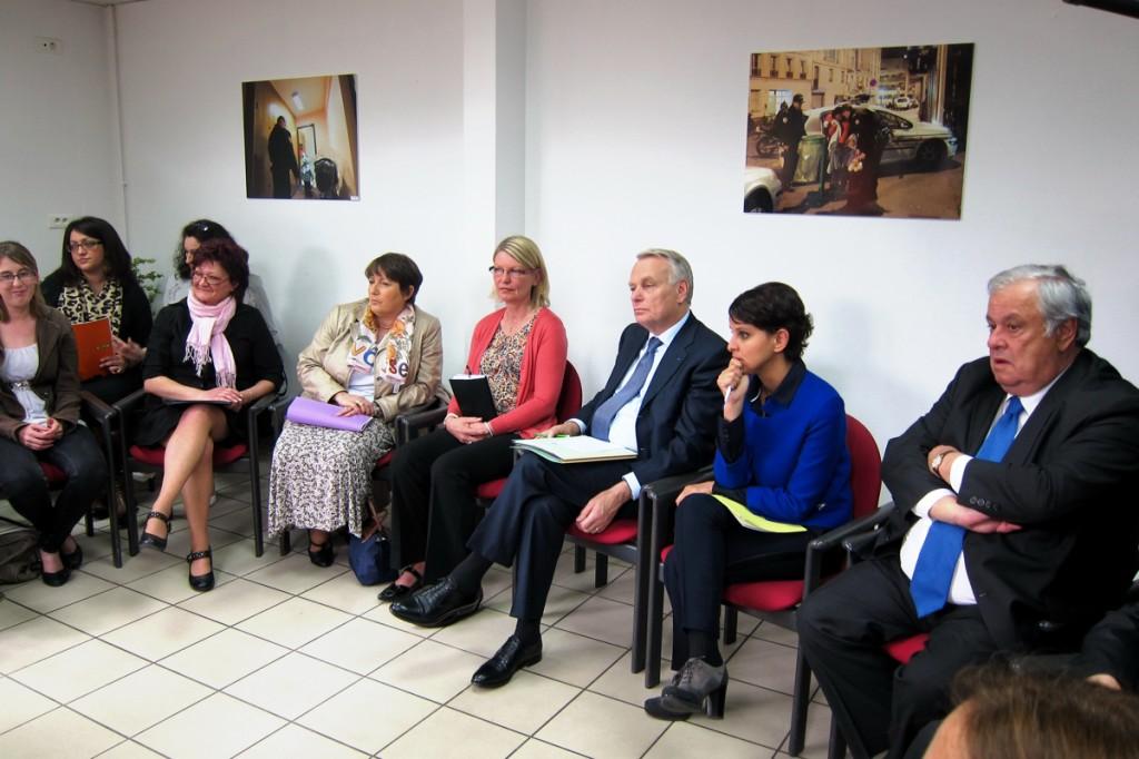 """Najat Vallaud-Belkacem avec le Premier ministre Jean-Marc Ayrault à Evreux, """"notre engagement à lutter contre les violences faites aux femmes"""""""