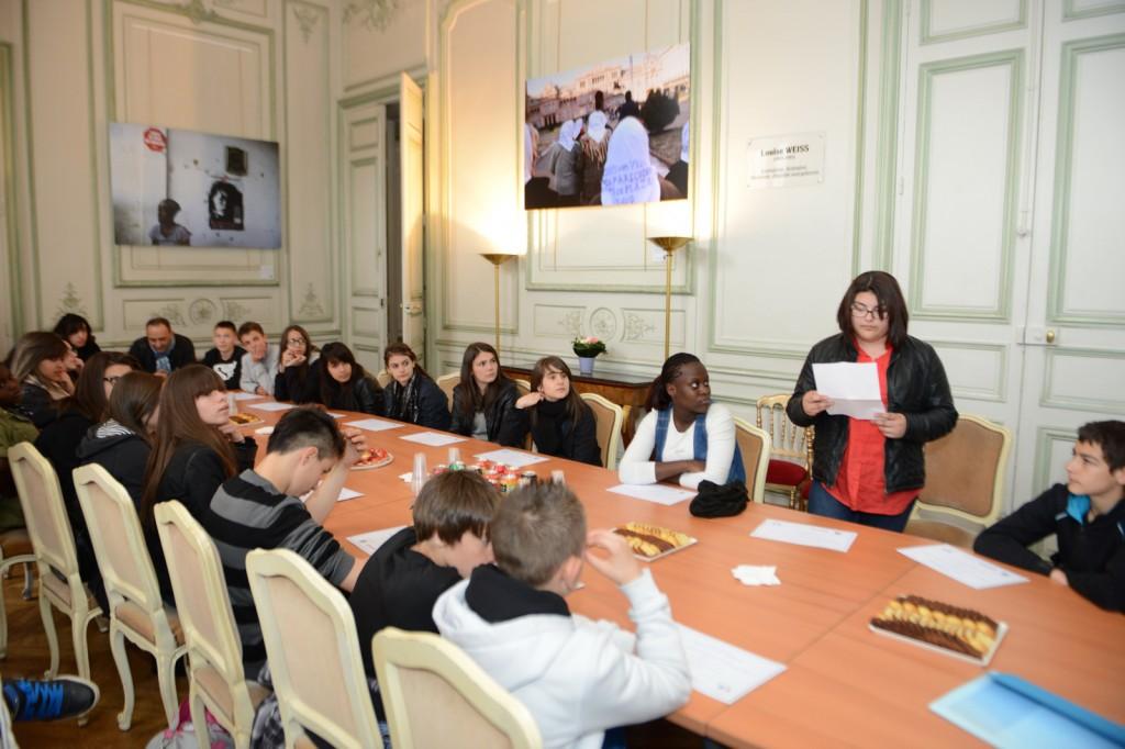 Remise du prix « CLEMI-Causette-Nouvelles news » aux collégiens de Firminy au Ministère des Droits des femmes - © Razak