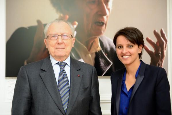 Najat Vallaud-Belkacem et Jacques Delors devant le portrait de Lucie Aubrac - Photo © Razak