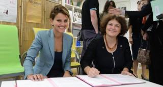 Najat Vallaud-Belkacem et Carine Favier signent la convention Ministère des Droits des Femmes - Planning Familial