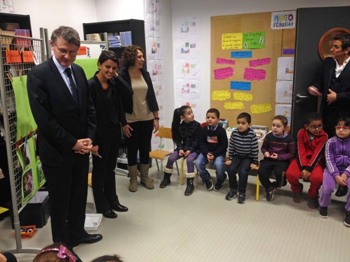 Vincent Peillon et Najat Vallaud-Belkacem dans une école de Villeurbanne pour lancer les ABCD de l'Égalité