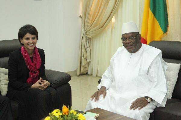 Najat Vallaud-Belkacem avant son entretien avec le Président du Mali Ibrahim Boubacar Keita