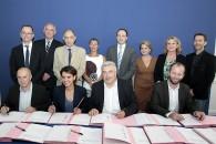 Mixité des métiers : Najat Vallaud-Belkacem et Frédéric Cuvillier signent le premier plan sectoriel