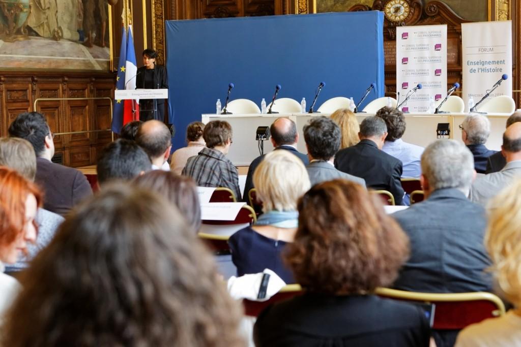 Ouverture par la ministre Najat VALLAUD-BELKACEM, du forum sur l'enseignement de l'Histoire organisé par le Conseil supérieur des programmes, en Sorbonne, le mercredi 3 juin 2015 - © Philippe DEVERNAY