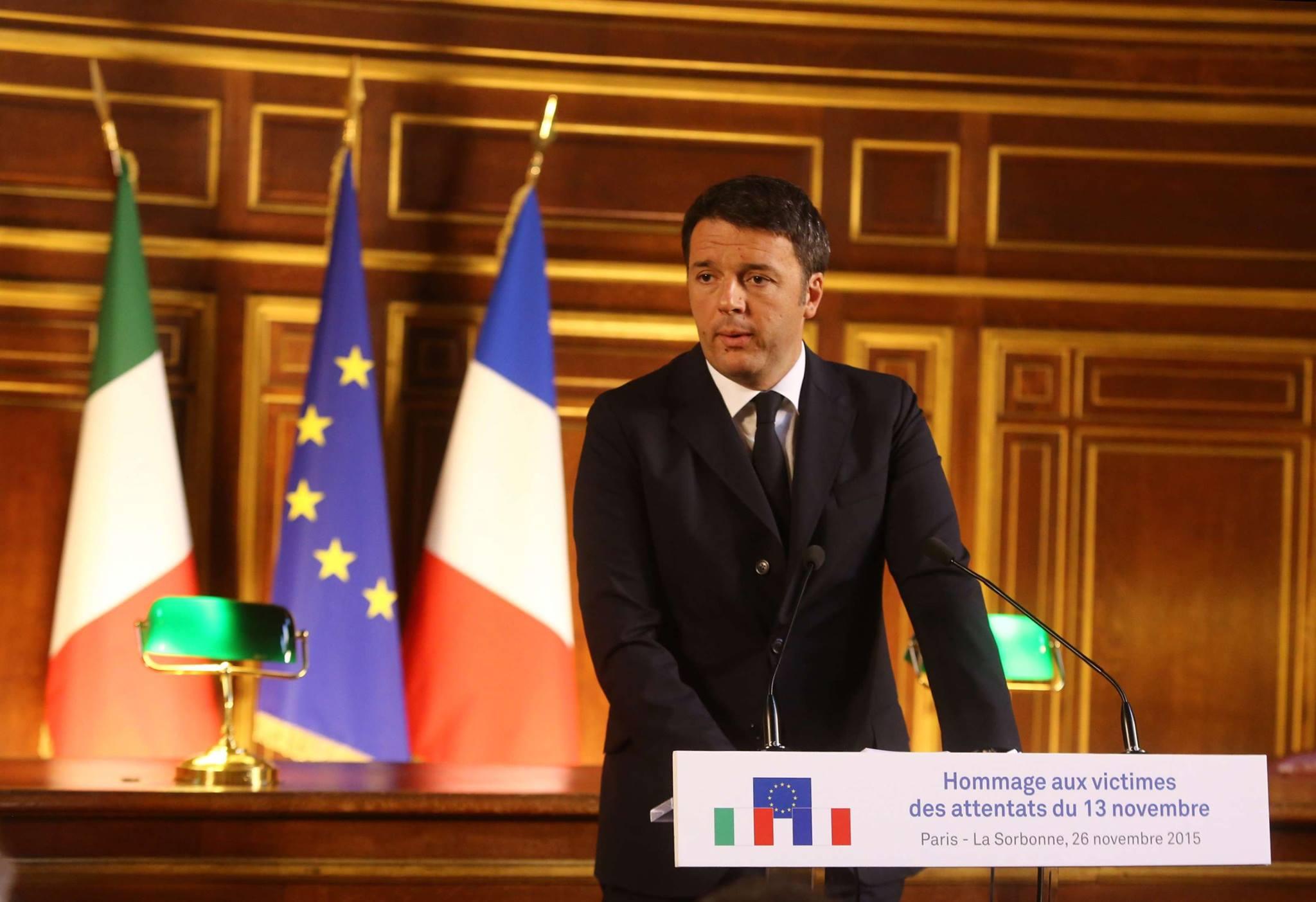 Hommage rendu par Matteo Renzi et Najat Vallaud-Belkacem aux victimes des attentats du 13 novembre