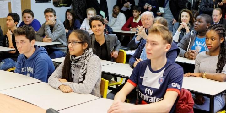 Déplacement de la ministre Najat VALLAUD-BELKACEM, dans le cadre de la mise en œuvre du nouvel enseignement moral et civique et signatures de conventions avec le Défenseur des droits et InitiaDroit, au collège de Staël - Paris 15, le jeudi 7 janvier 2016 - © Philippe DEVERNAY